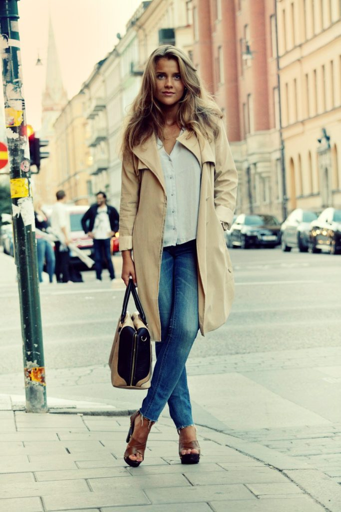Molly Rustas is wearing jeans from Acne, bag from River Island, top from H&M and the coa is from Madlady