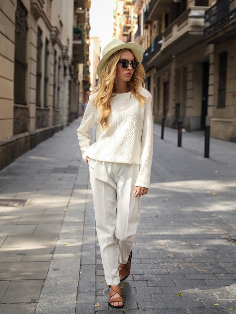 Yakovleva Darya is wearing all white, top and trousers from Max Mara, sandals from Mango and sunglasses from Ray Ban