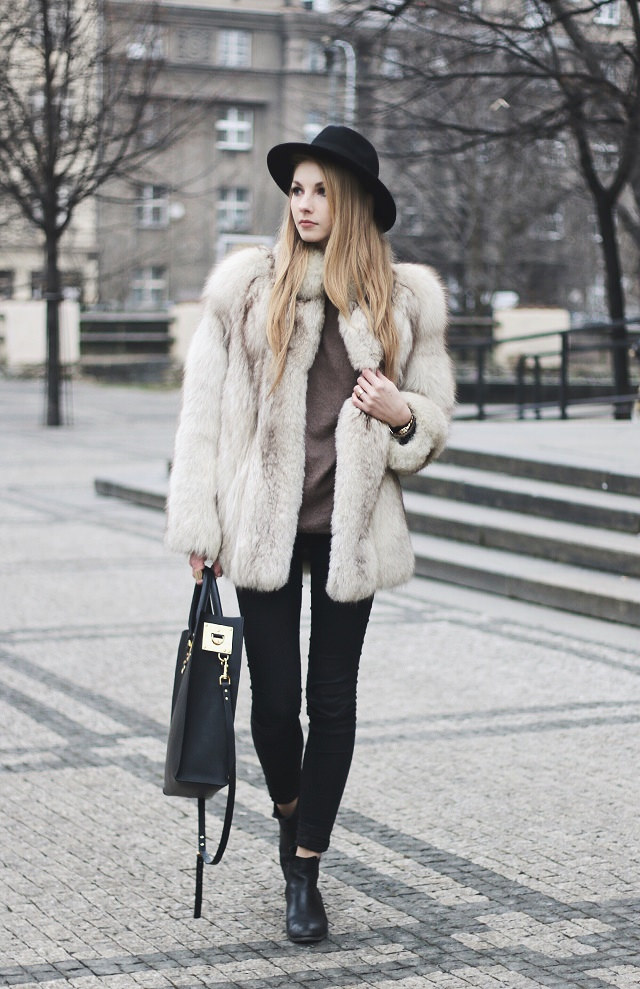 Fluffy coats for winter: Pavlína Jágrová is wearing a vintage fur coat