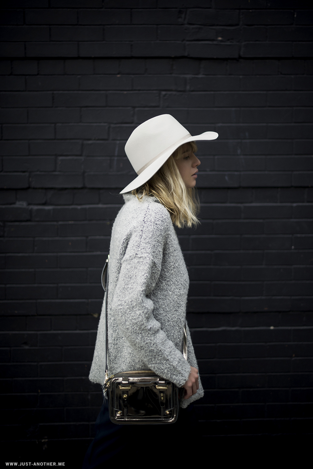 Lisa Dengler is wearing a white Alexis hat from Otte