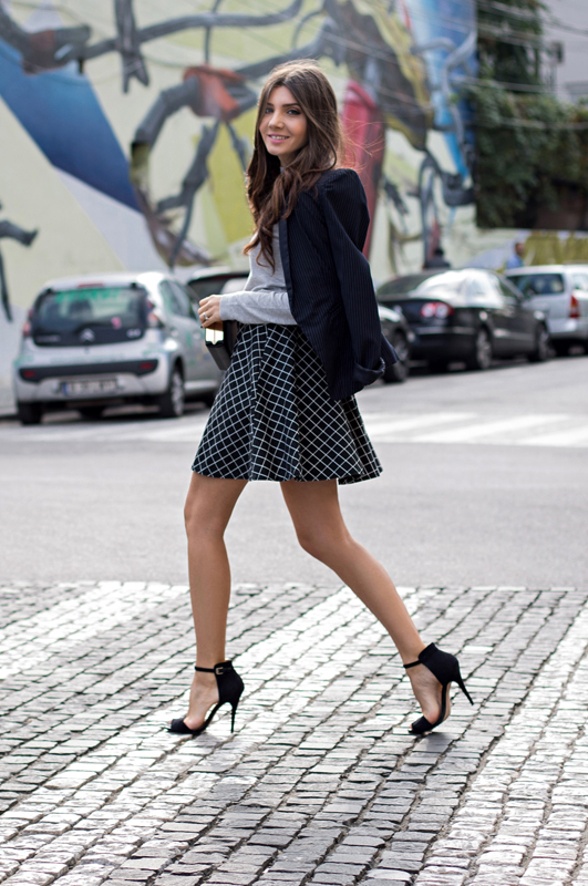 Larisa Costea is wearing a blue and white grid print skirt from Vero Moda