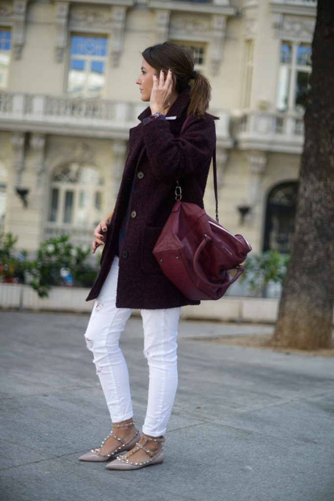 Alexandra Pereira is wearing a burgundy bag from Dimoni and matching coat from H&M
