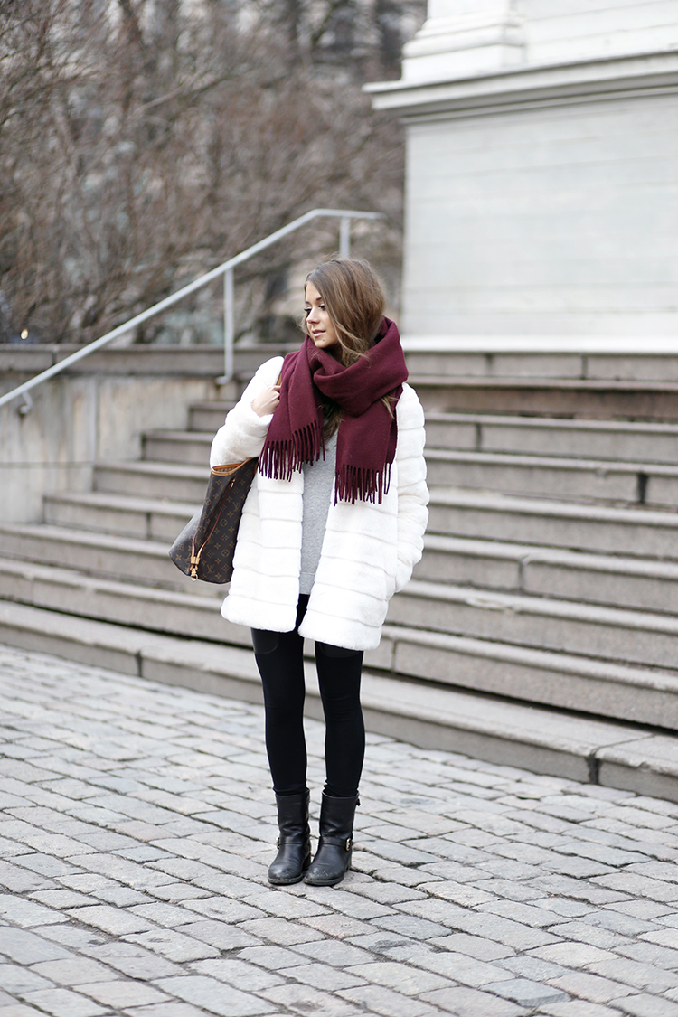 Marianna Mäkelä is wearing a burgundy scarf from Acne