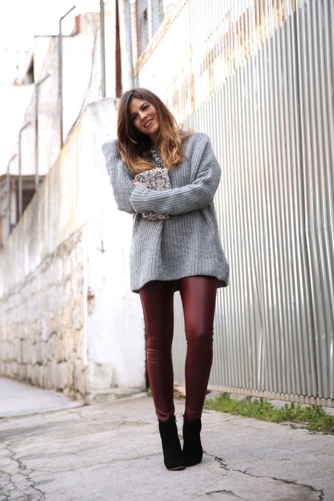 Natalia Cabezas is wearing burgundy leggings from Mekdes