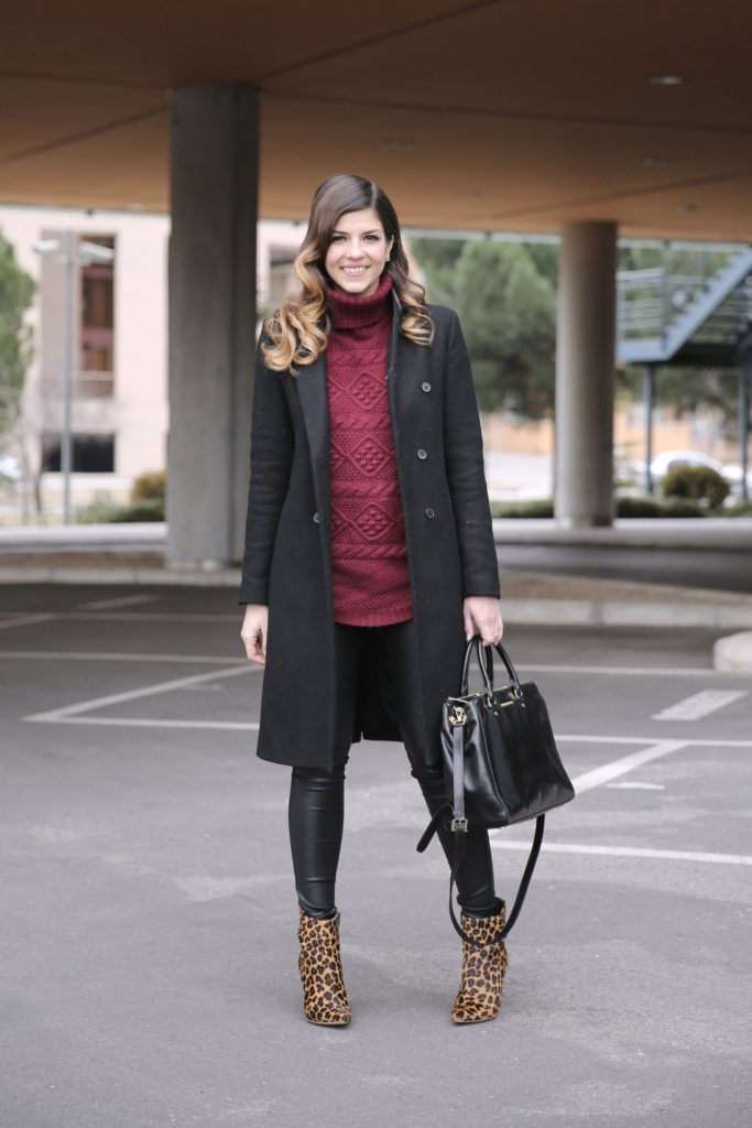 Natalia Cabezas is wearing a burgundy turtleneck jumper from Zara