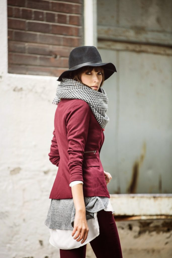 The burgundy fashion trend, excellently demonstrated by Ania Boniecka.