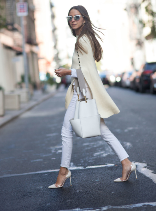 Arielle Nachami stuns us in this all white outfit, consisting of skinny jeans, a gorgeous cream cape, stilettos and matching white accessories. This is a definite look this fall; we absolutely recommend you give it a try!   Cape: Goodnight Macaroon, Jeans: Shopbop.
