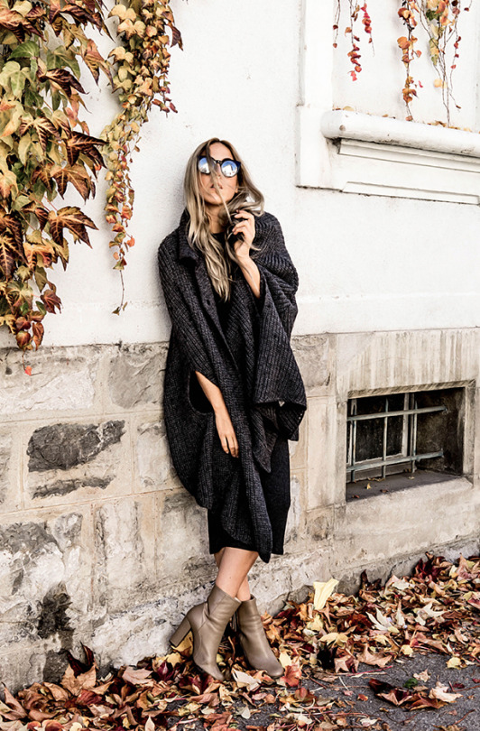 This knitted cape is both chic and cosy, and looks great worn with a midi skirt and patent ankle boots. Via Bangbangblond.com. Cape/Dress: Zara,Boots : Paco gil, Sunglasses : Freyrs.