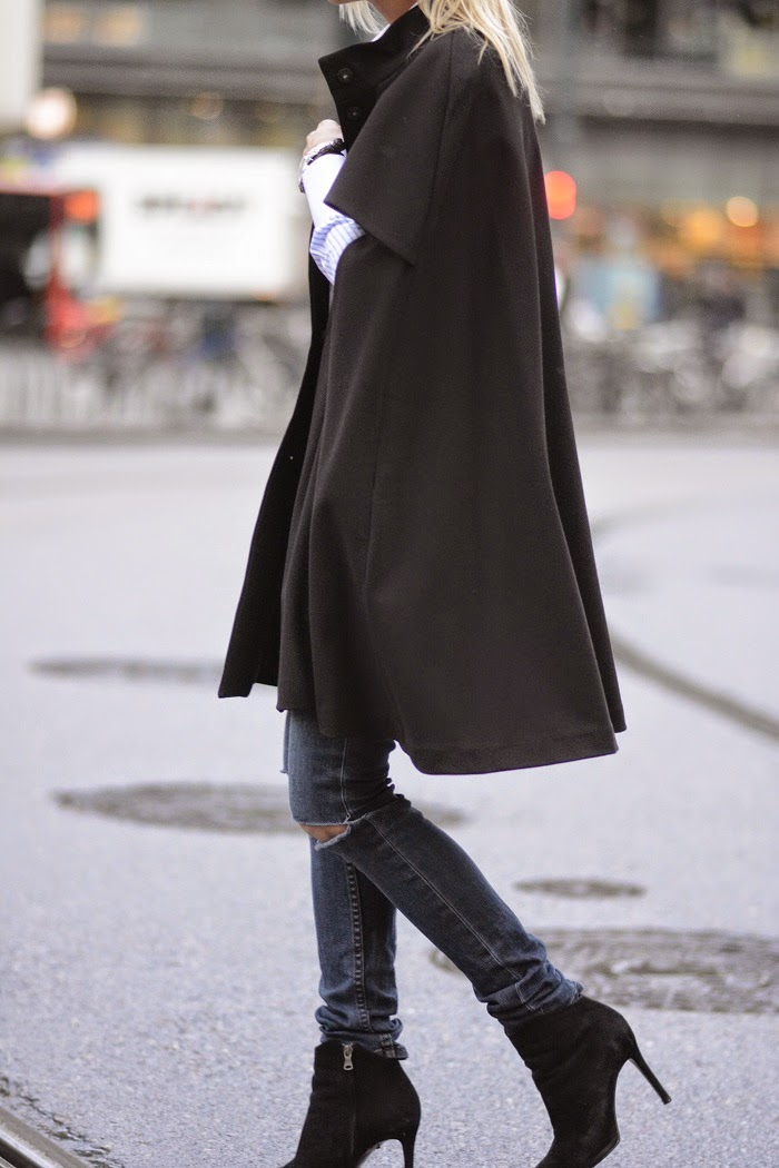 Celine Aagaard is wearing a charcoal wool cape from H&M