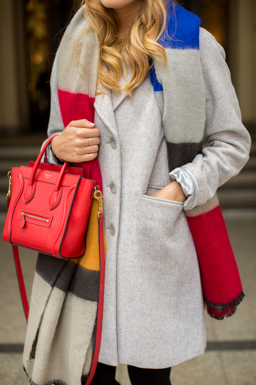 Julia Engel is wearing a colour block scarf from Zara