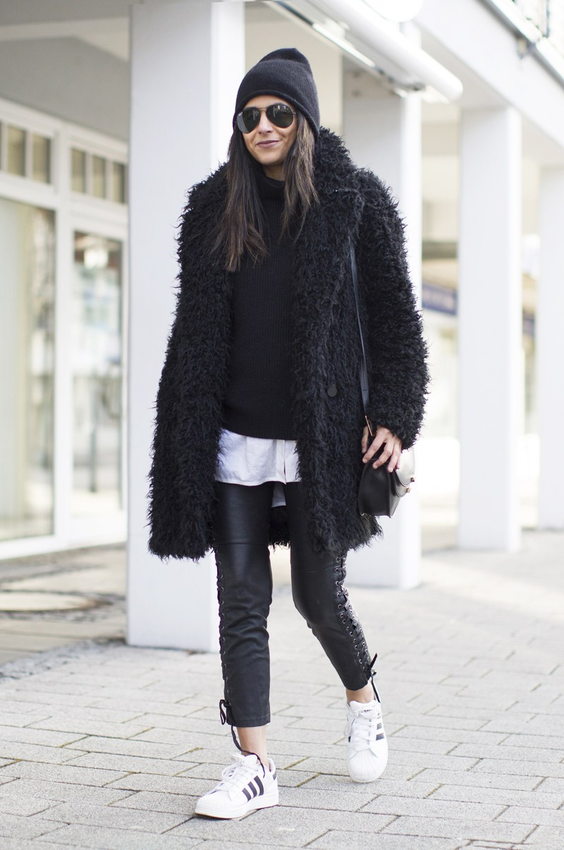 Laura Dittrich is looking crazily ool in this black yeti coat from H&M! Paired with leather leggings with lace up detailing and Adidas sneakers, this style is totally badass! Coat/Leggings: H&M, Sweater: Everlane, Shirt: SET, Shoes: Adidas Superstar.