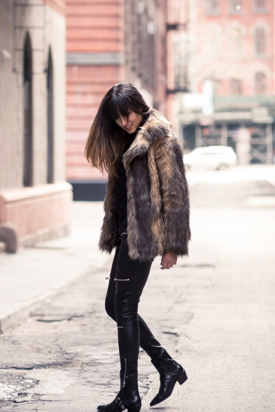 Raquel Paiva looks striking in this fluffy coat outfit, consisting of a large faux fur coat from Asos and punky leather leggings and boots. We love this winter look! Coat: Asos, Trousers/Boots: Zara, Turtleneck: Uniqlo.