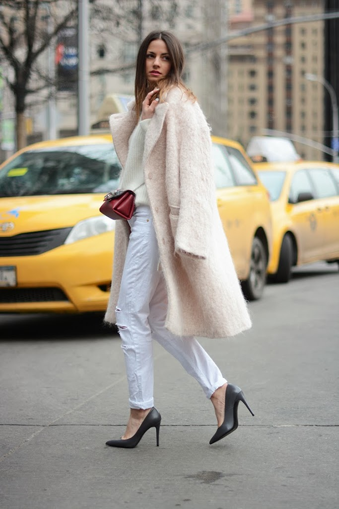 Zina Charkoplia is wearing a white jeans from 7 For All Mankind, white sweater from H&M, bag from Paula Cademartori and the pink fluffy coat is from H&M