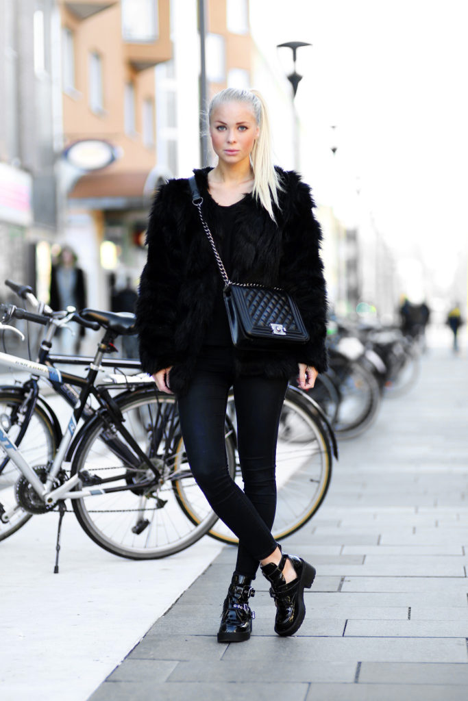 Victoria Tornegren is wearing a black fluffy coat from Chicy