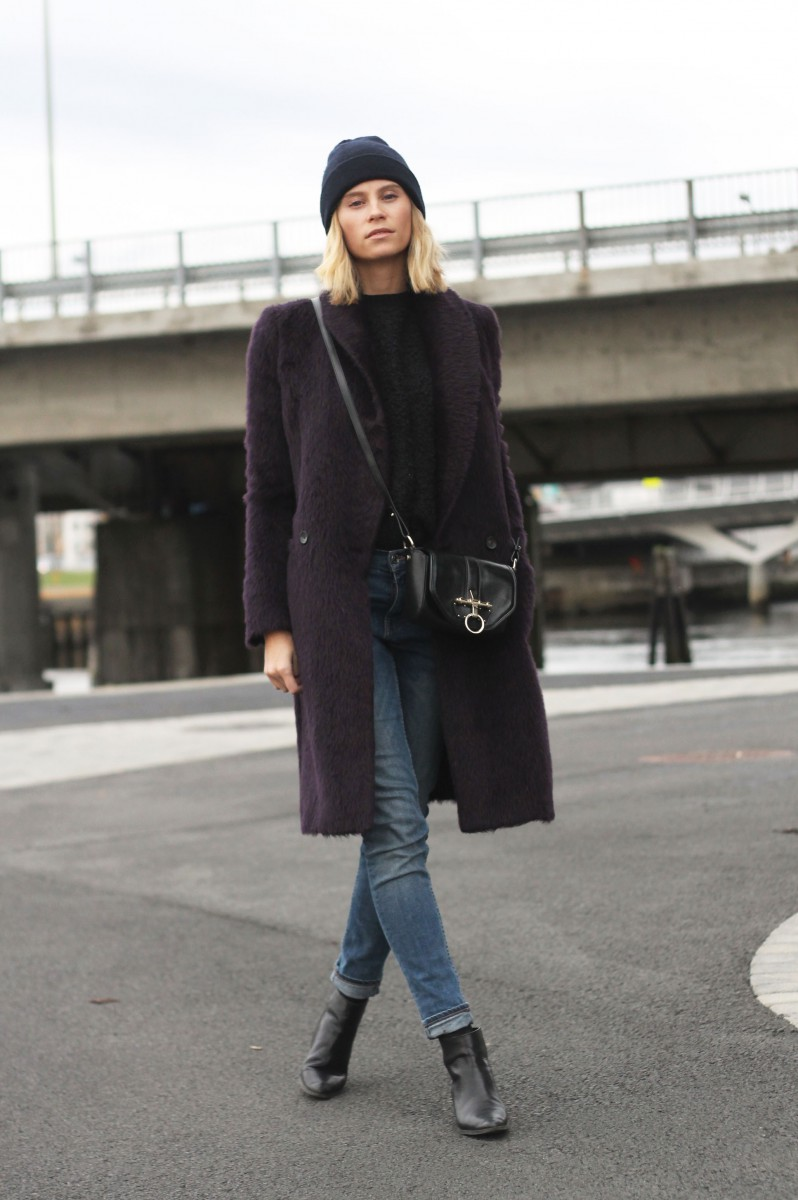 Tine Andrea in a plum fluffy coat from Paul Smith
