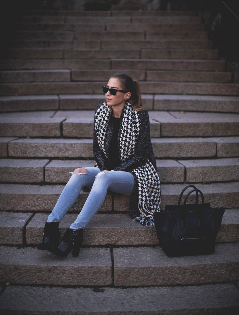 Kenza Zouiten's shows us how to wear a houndstooth scarf. This one is from Reserved