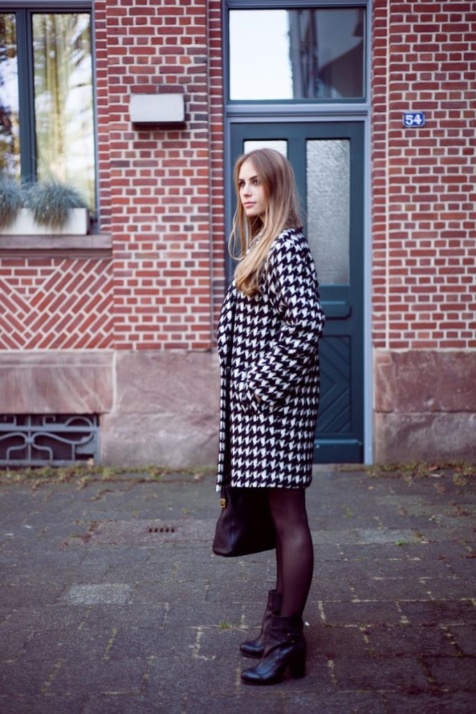 Patricia Exner is wearing a houndstooth coat from Marc Cain