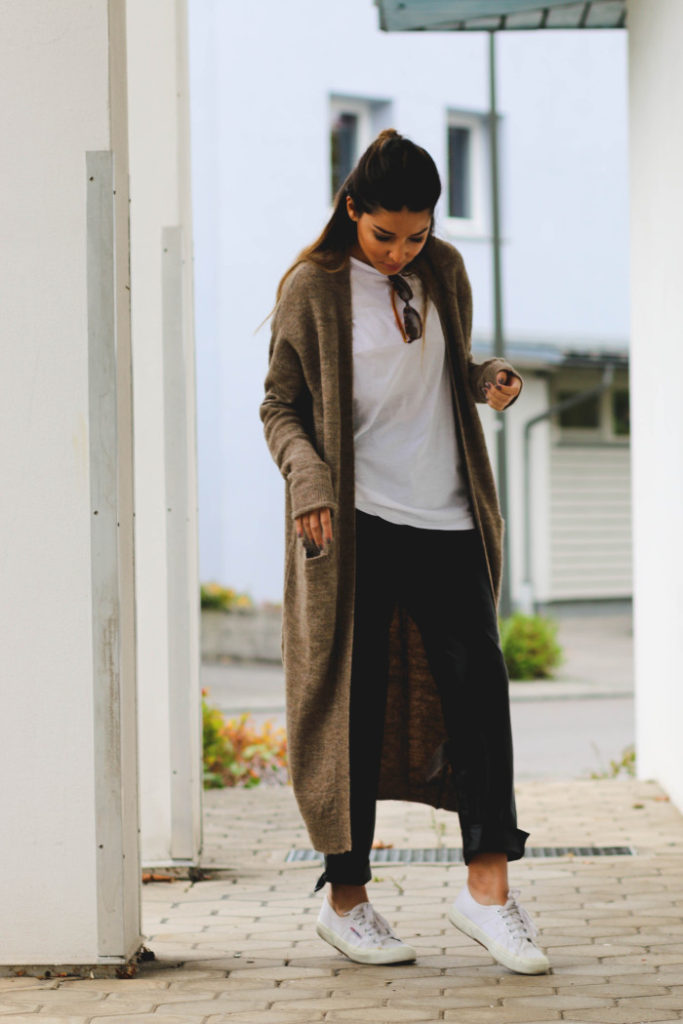 A long cardigan is the perfect finish to a casual T-shirt and slacks outfit. Via Consuelo Paloma.  Cardigan: Vero Moda, Shirt: H&M, Leather Trousers: Zara, Shoes: Superga.