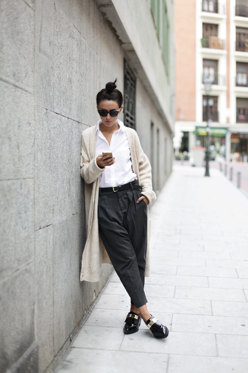 Long Cardigan Fashion: Lucita Yañez is wearing a long cardigan from Pull & Bear