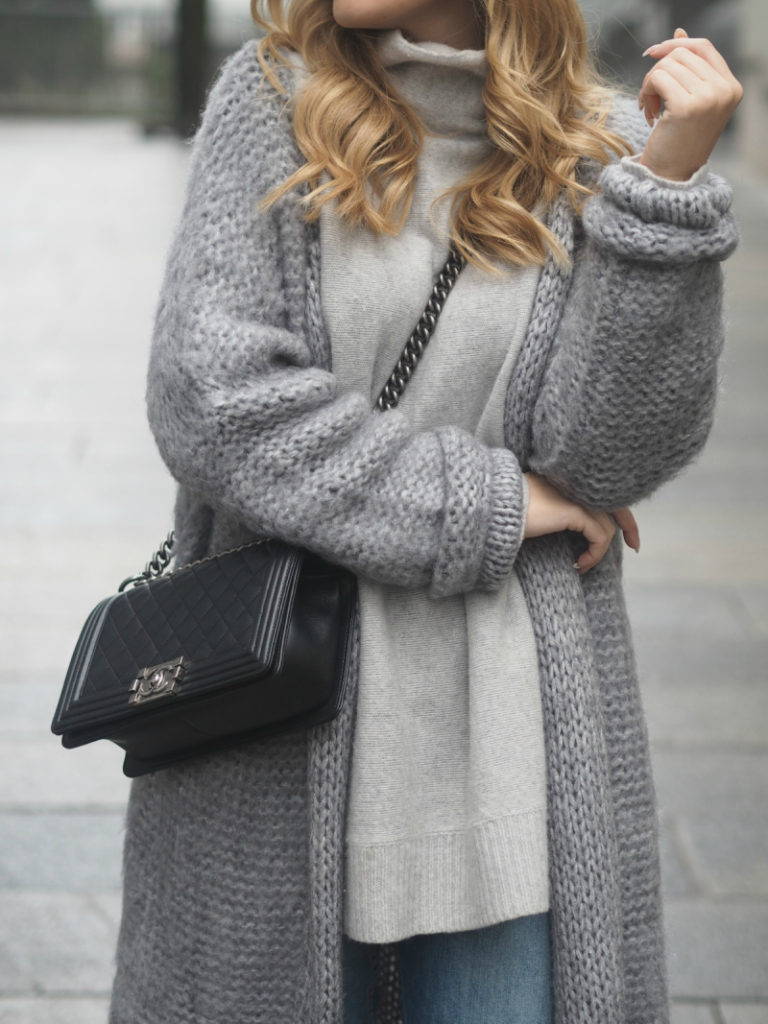 Long Cardigan Outfits: Lene Orvik is wearing a long grey cardigan