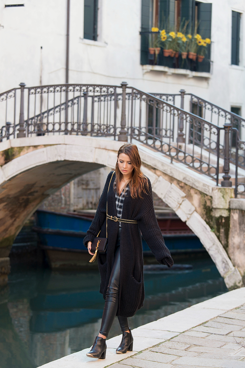 Veronica Ferraro is wearing a black long cardigan from H&M