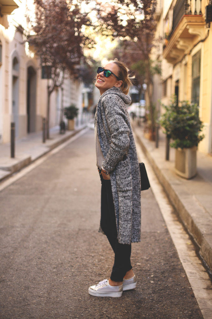 Just The Design: Priscila Betancort is wearing a grey chunky knit long cardigan from Chicwish