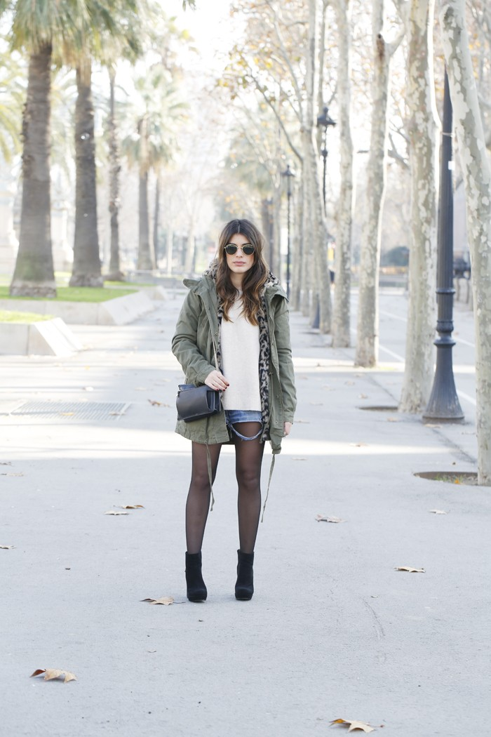 Aida Domenech is wearing a khaki military jacket from Buyleward