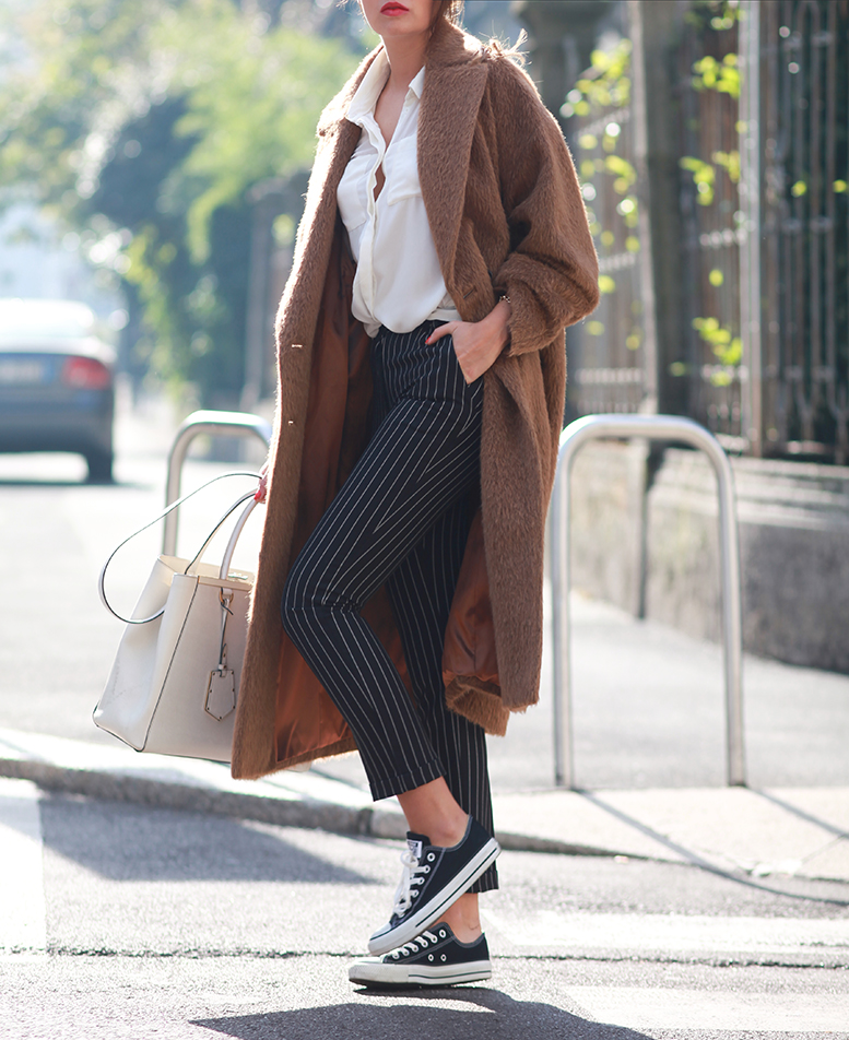 Oversized coats trend 2014: Veronica Ferraro is wearing an oversized coat from Marc Cain