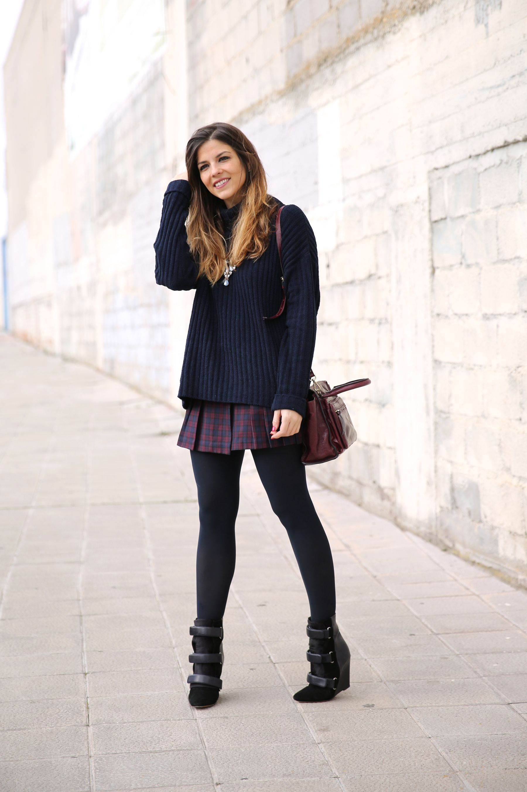 Natalia Cabezas is wearing a pleated plaid skirt from Vila Clothes