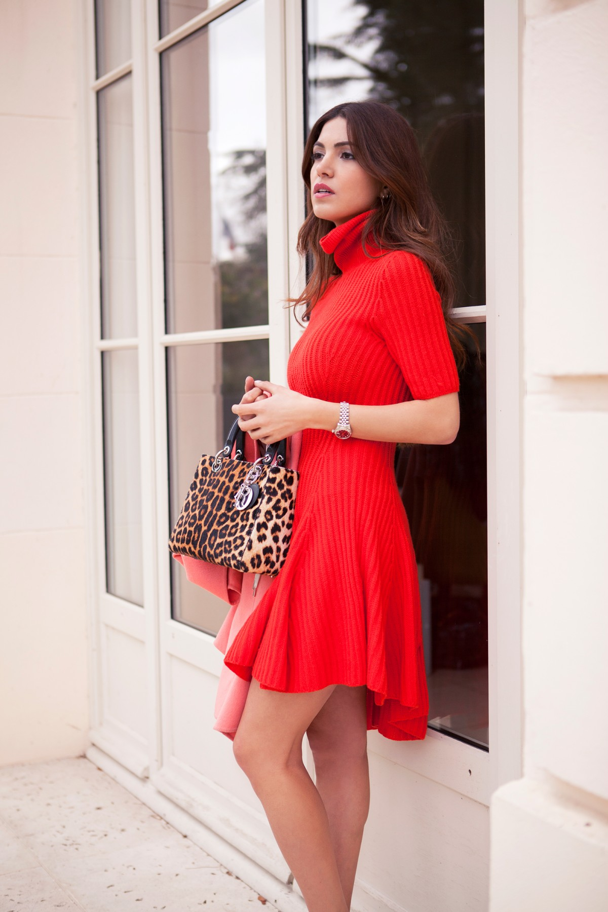 Red Trend: Negin Mirsalehi is wearing a red roll-neck dress