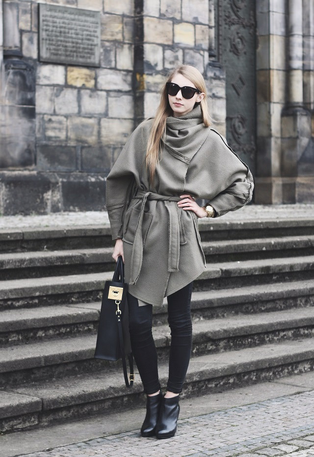 Pavlína Jágrová is wearing a belted wool coat from Lukas Machacek