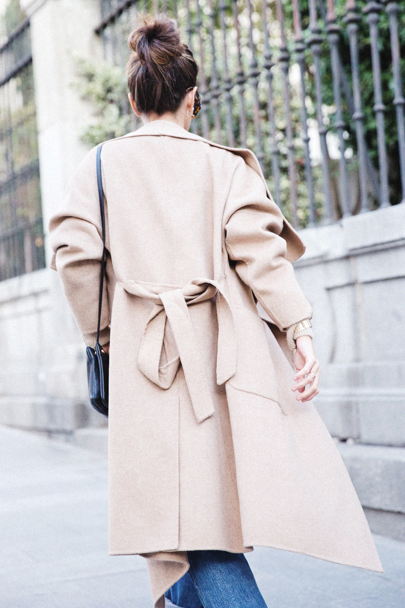 Camel Robe Coat: Sara Escudero is wearing a robe coat from Zara