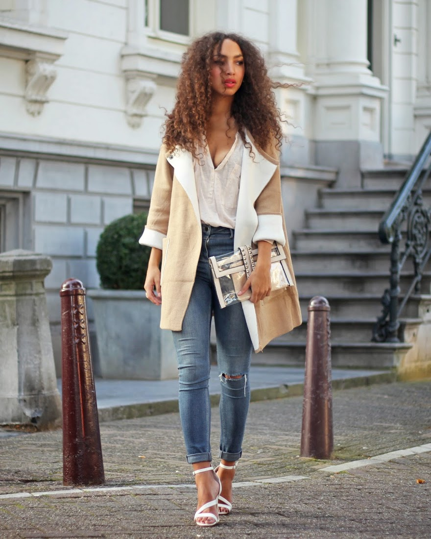 Larissa Bruin is wearing a jacket from IWantThatMusthave, top from H&M, jeans from River Island, shoes from Primark and the clutch is from Deezee