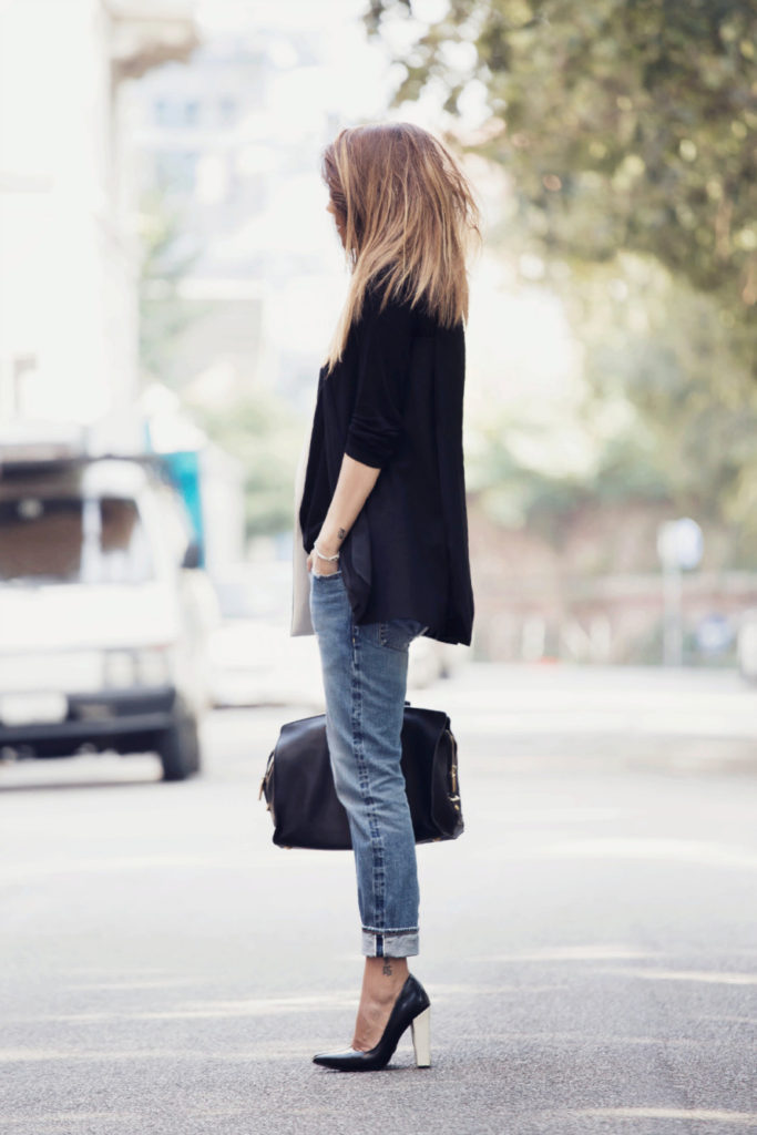 Nicoletta Reggio is wearing boyfriend jeans from 2W2M, blazer from Lanvin and the shoes are from Sarenza