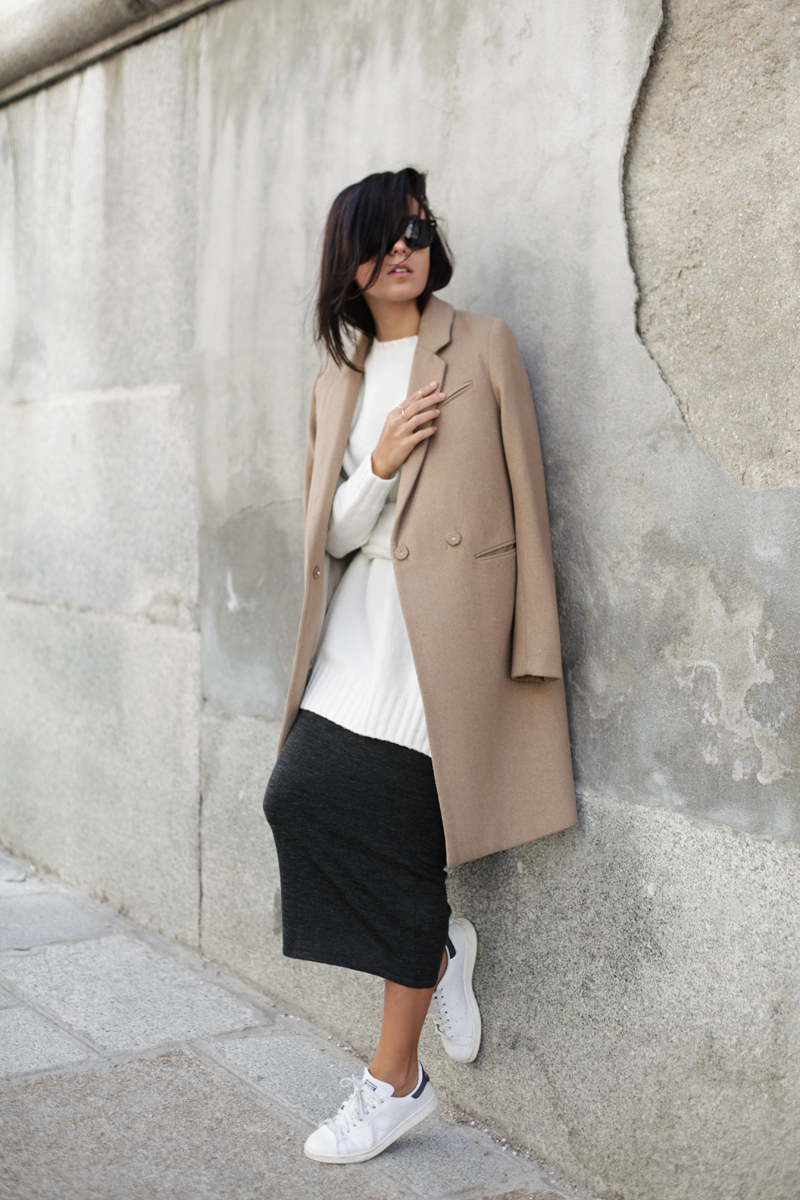 Street Style October 2014: Lucita Yañez is wearing a black midi skirt and white long sweater from Zara, minimalistic camel coat from H&M and white Stan Smith sneakers from Adidas