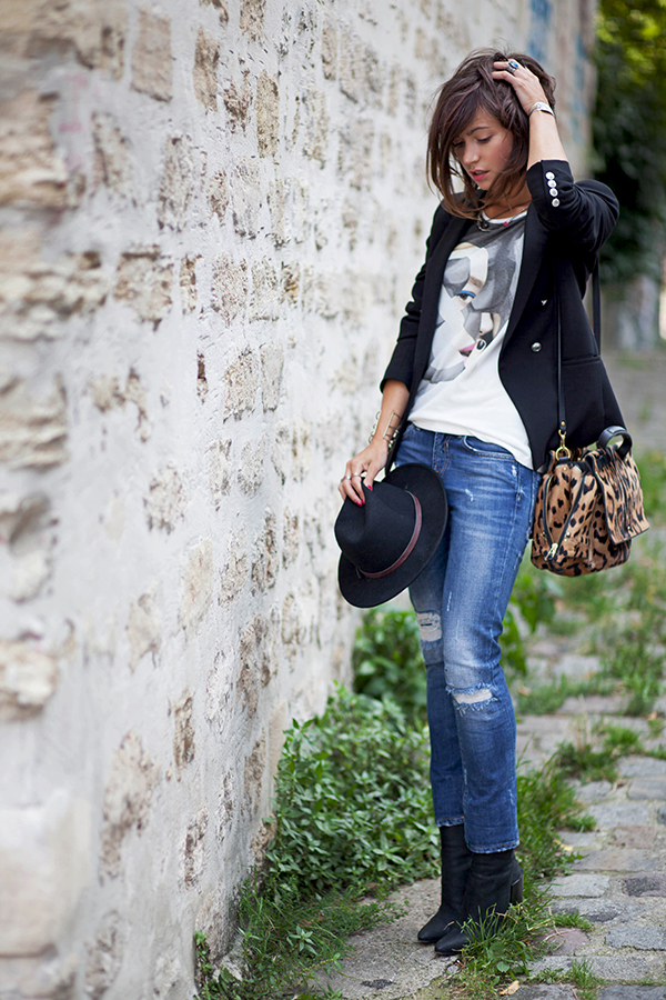 Zoé Alalouch in her graphic T-Shirt with blazer