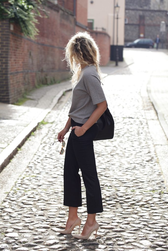 Anouk Yve is wearing is wearing black three quarter length trousers from Filippa K (It is a trend.)