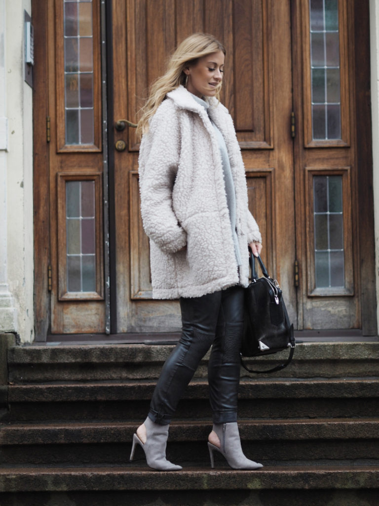 Lene Orvik is wearing a teddy coat from Arnie Says, trousers and shoes from Zara and the handbag is from Alexander Wang