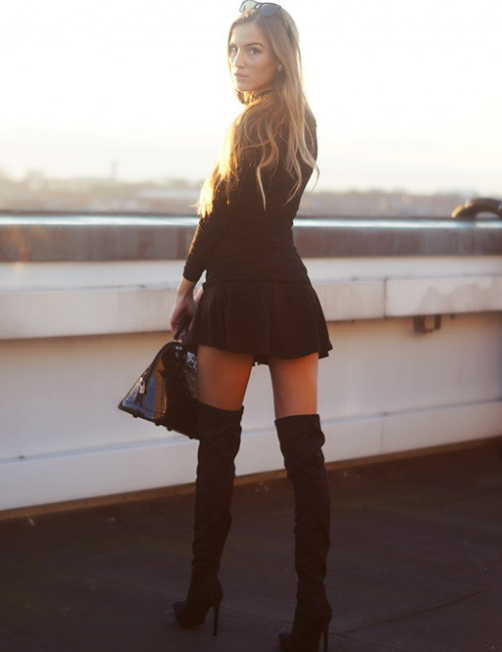 Over The Knee Boots Trend: Sandra Willer is wearing a pair of black over the knee boots from Nelly