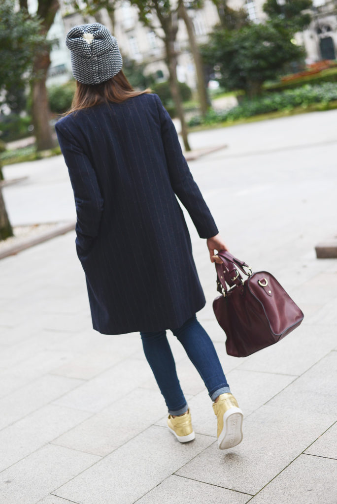 Carla Estévez Marcos is wearing a pinstripe coat from Mango and the burgundy bag is from Uterque