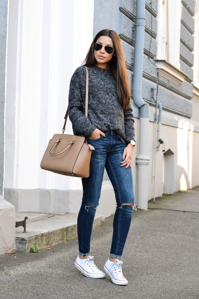 Consuelo Paloma is waring a grey fuzzy sweater from Mango, jeans from H&M, Converse and the bag from Michael Kors