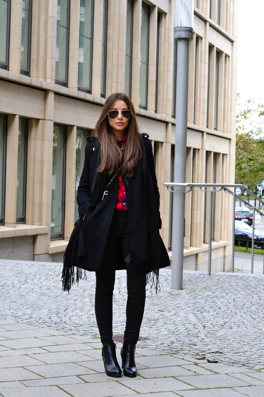 Consuelo Paloma is wearing a a black coat and trousers from Mango, scarf from H&M, shoes from Schueh Tempel, bag from ASOS and the sunglasses are from RayBan