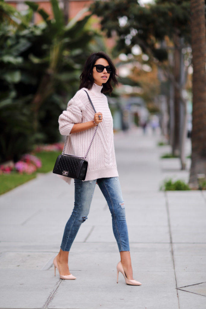 Annabelle Fleur is wearing pink cable knitwear turtleneck from Asos, distressed ankle jean leggings from Express, nude leather pumps from Dolce & Gabbana and the bag is from Chanel