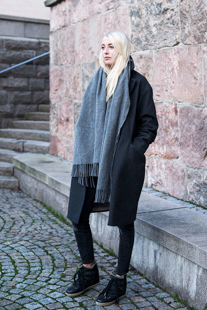 Ellen Claesson is wearing a charcoal coat from H&M, pale grey scarf from Acne Studios and the shoes from Isabel Marant