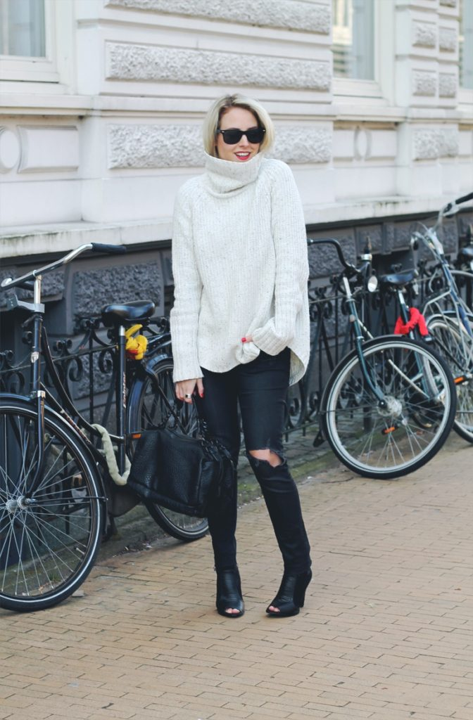 Lian Galliard is wearing black ripped knee skinny jeans from H&M