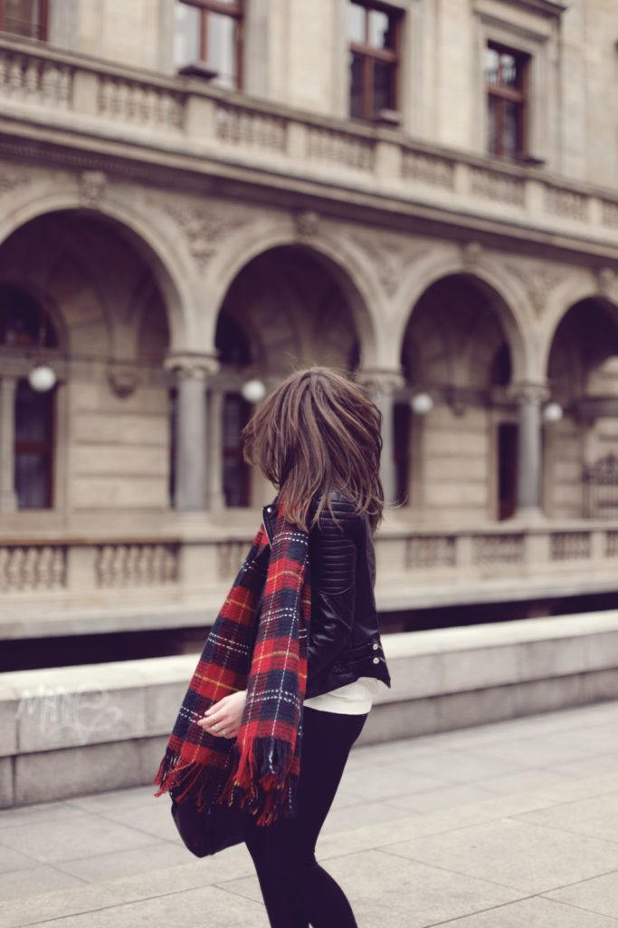 Barbora Ondrackova is wearing an oversized plaid scarf from Chicwish