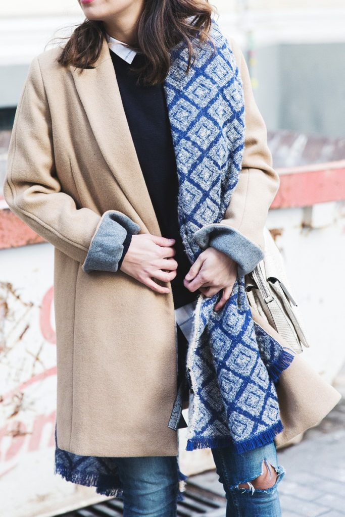 Sara Escudero is wearing a blue and white geometric oversized scarf from Zara