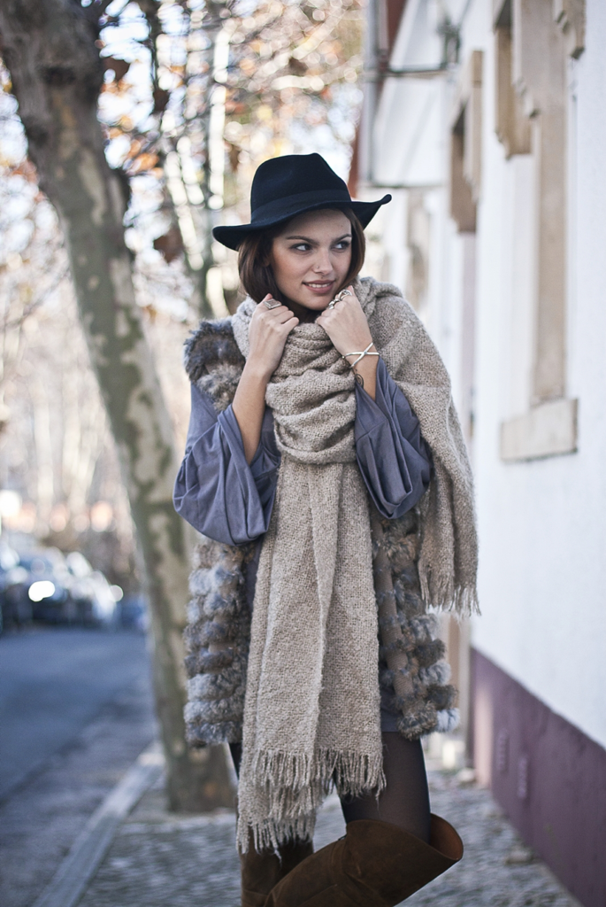 Big Scarves Trend: Mafalda Castro is wearing an oversized scarf from Parfois
