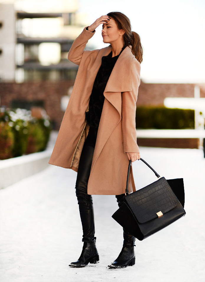 Annette Haga is wearing a camel coat from La Redoute, black jumper from Zara, trousers from H&M Trend, boots from Bianco by Camilla Pihl and the bag is from Céline