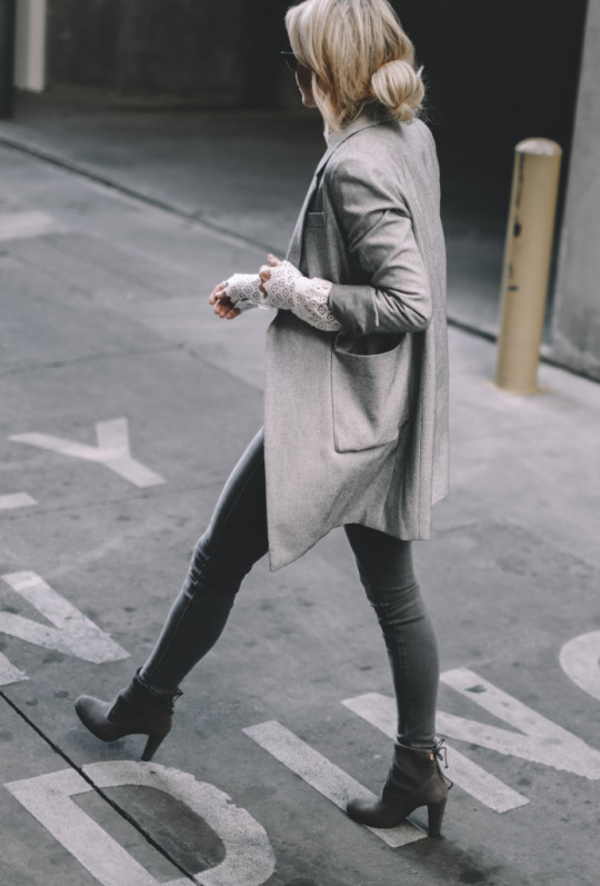 Why not combine various layers of grey through a blazer and jeans, like Mary Seng! The tight fitting nature of these jeans contrasts excellently with the oversized look of the blazer; we highly recommend this sophisticated style! Boots: Stuart Weitzman.